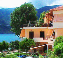 KATERINA STUDIOS: Offers Accommodation in the village of Vassiliki Lefkada by the sea with low prices even for a family!